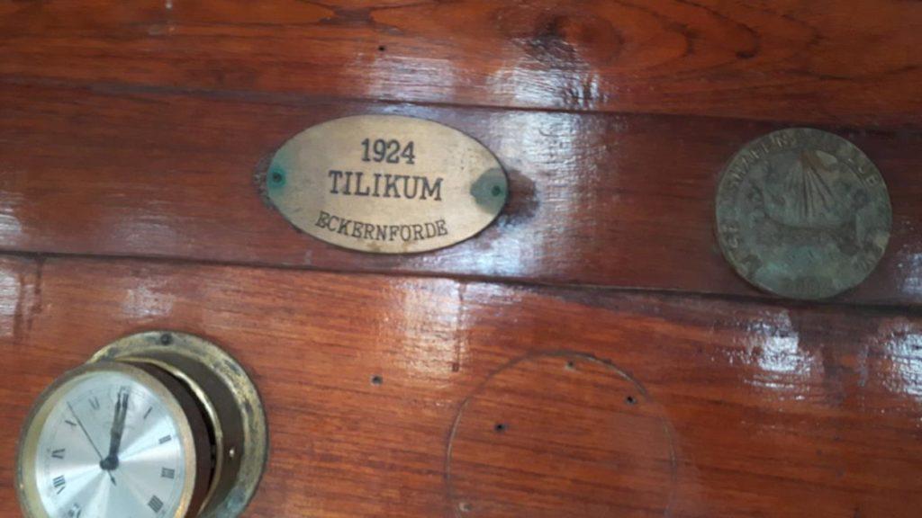 Tilikum tabliczka znamionowa